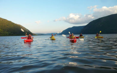 kayak hudson river mountain